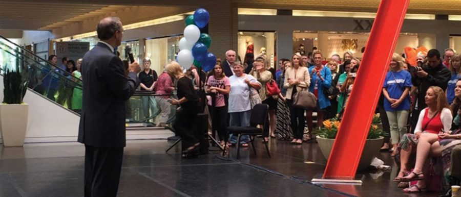 12:30 p.m. on Sept. 17 Crowds gather at Northpark Center for Texas Giving Day. David Haemisegger stands to the right of the balloons. Photo by Madison Smith